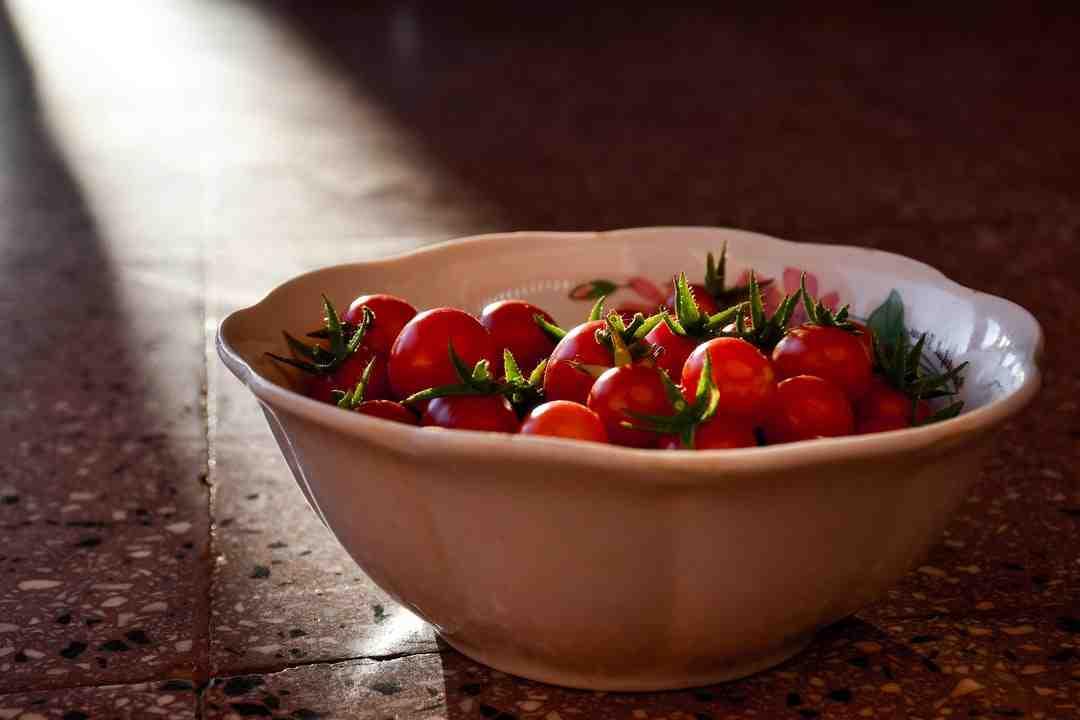Comment éplucher des tomates vertes ?